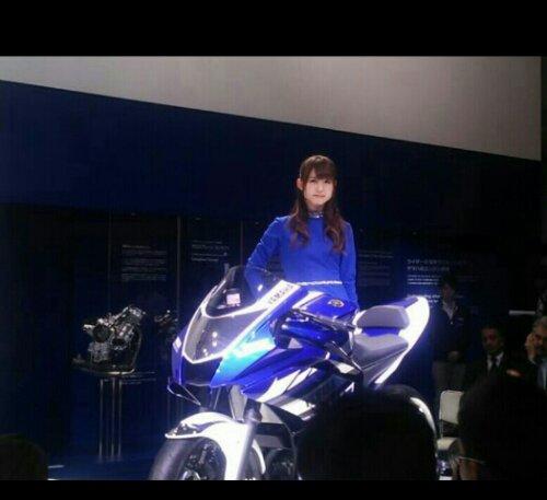 Yamaha R25 2